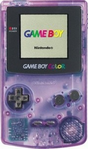 Game Boy Color in der Farbe Lila